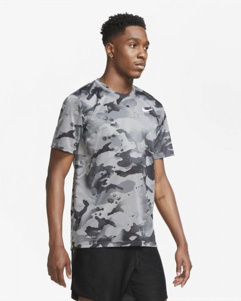 T-shirt d'entraînement Nike Dri-FIT camouflage pour Homme CU8477