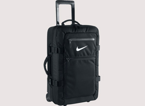 Découvrez les valises idéales pour la pratique du sport. Voyagez en toute facilité avec le sac à roulettes Nike Fiftyone. Vous recherchez une valise Nike pas cher ? Rangez vos tenues, équipements et accessoires dans votre valise FiftyOne. Pensées pour les sportifs professionnels, les valises noires vous offrent un rangement fonctionnel pour vos entrainements et matchs. Découvrez la collection de valises à roulettes Nike Fiftyone ultra résistantes. Un weekend de prévu ? Voyagez avec notre valise pas cher