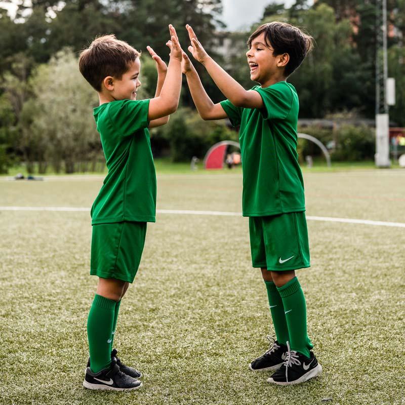Pour vous, pour une équipe ou un club, découvrez nos packs Nike destinés au loisir et à la compétition
