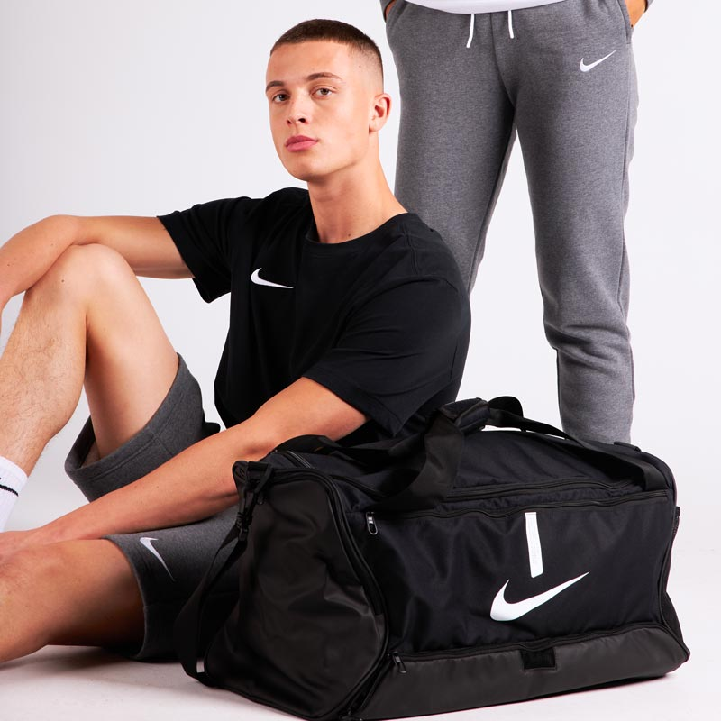 Les essentiels Nike homme